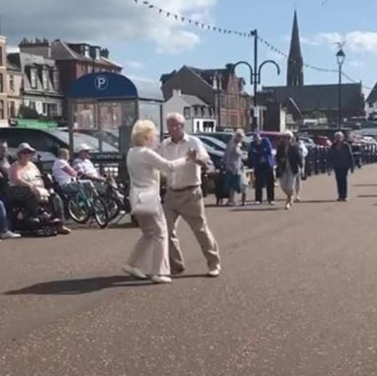 Do you know the dancing Largs couple who have lit up the internet?