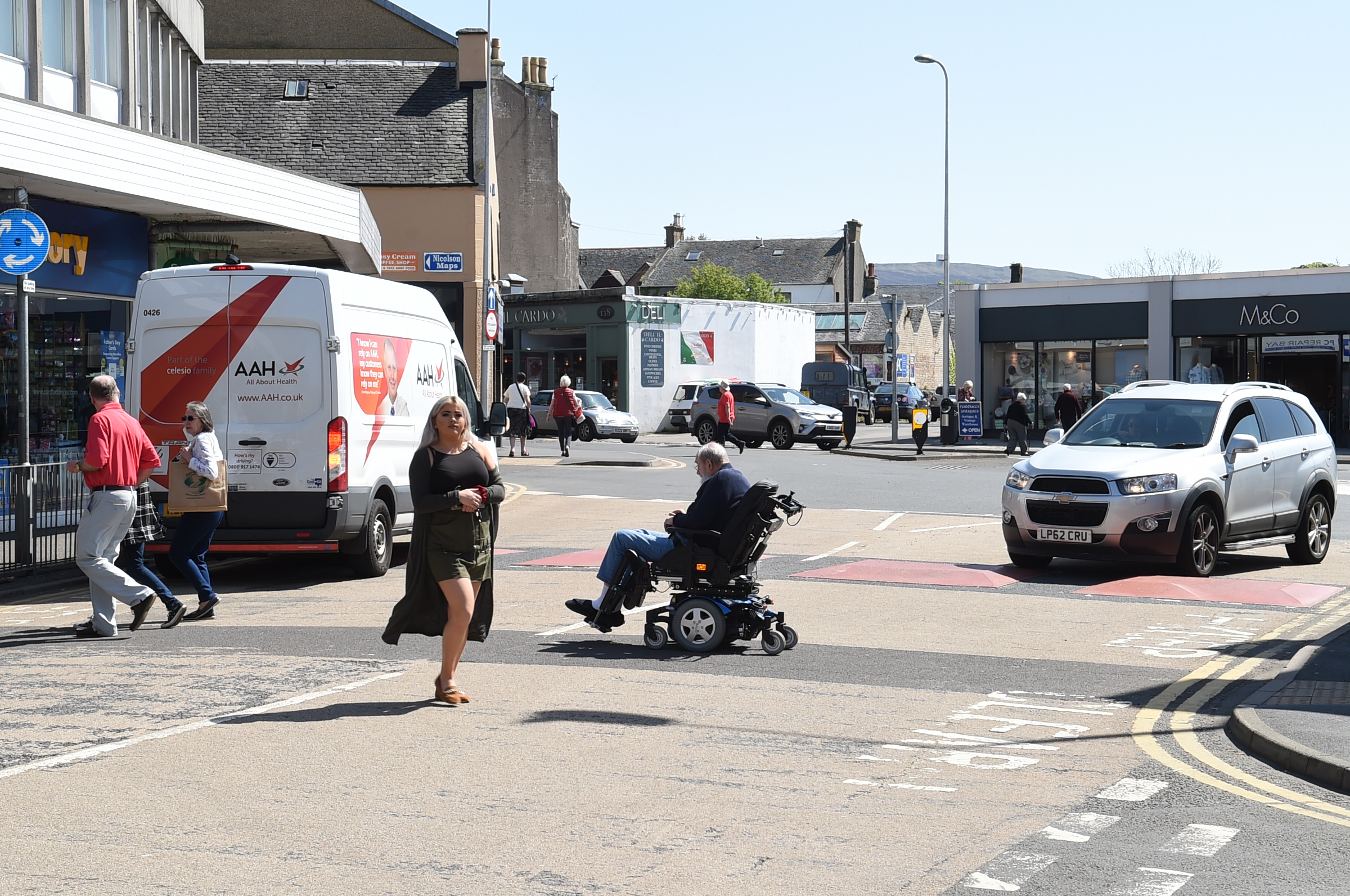 Traffic/crossing problems at Largs ,Main St roundabout.