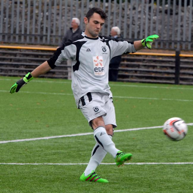 Lundy solves Largs Thistle keeper crisis